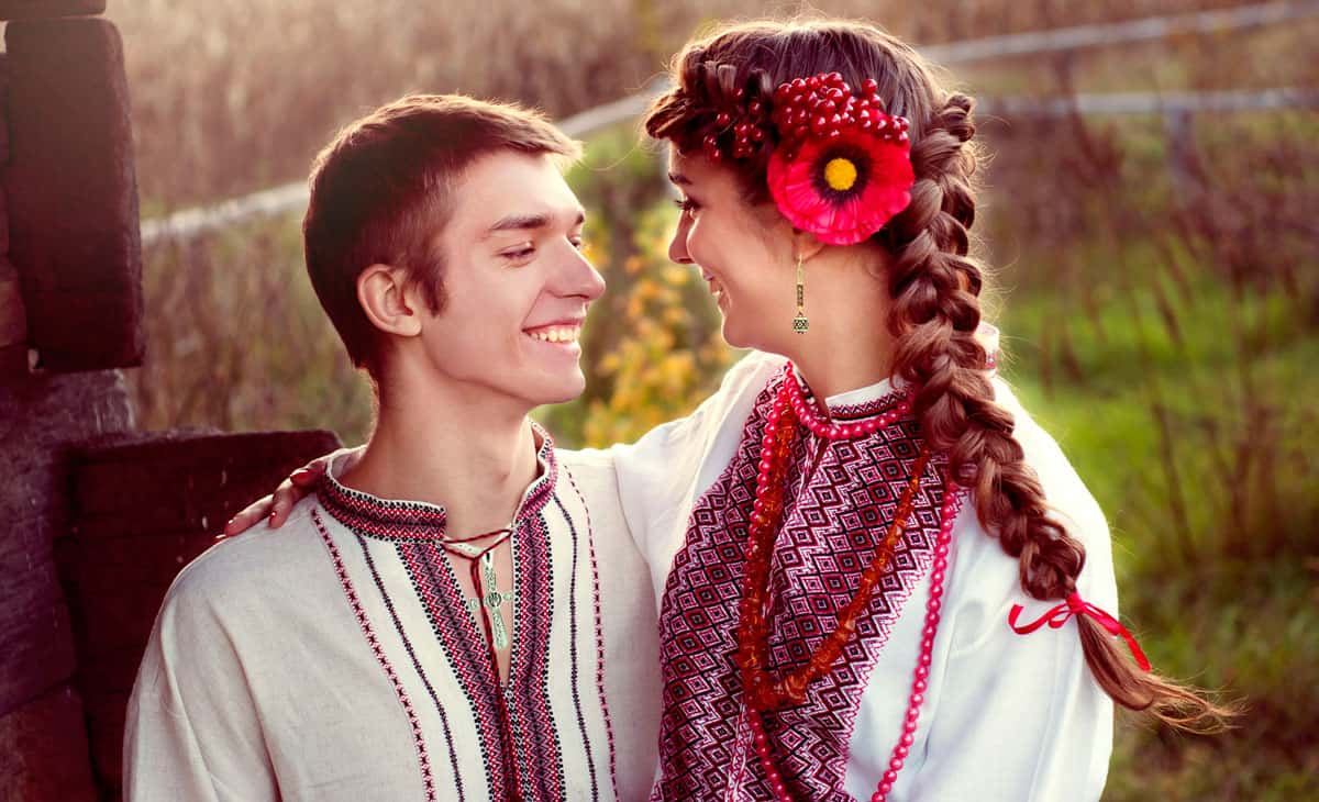 young-ukrainian-couple-wearing-ukrainian-jewelry1